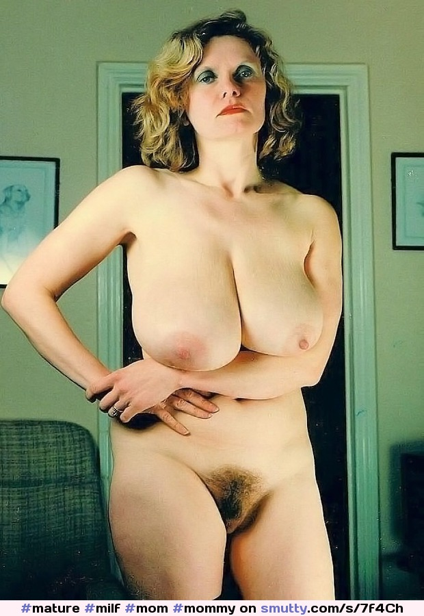 Mature blonde mom makes a coin on webcam 10