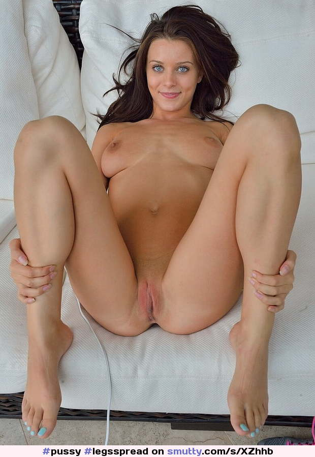 #pussy #legsspread #legsopen #holdingherlegsopen  ##shaved #smoothpussy #happy #waitingforyou