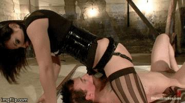 strapon-porno-v-chulkah