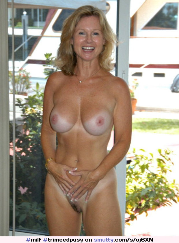 Beauty mom nudist