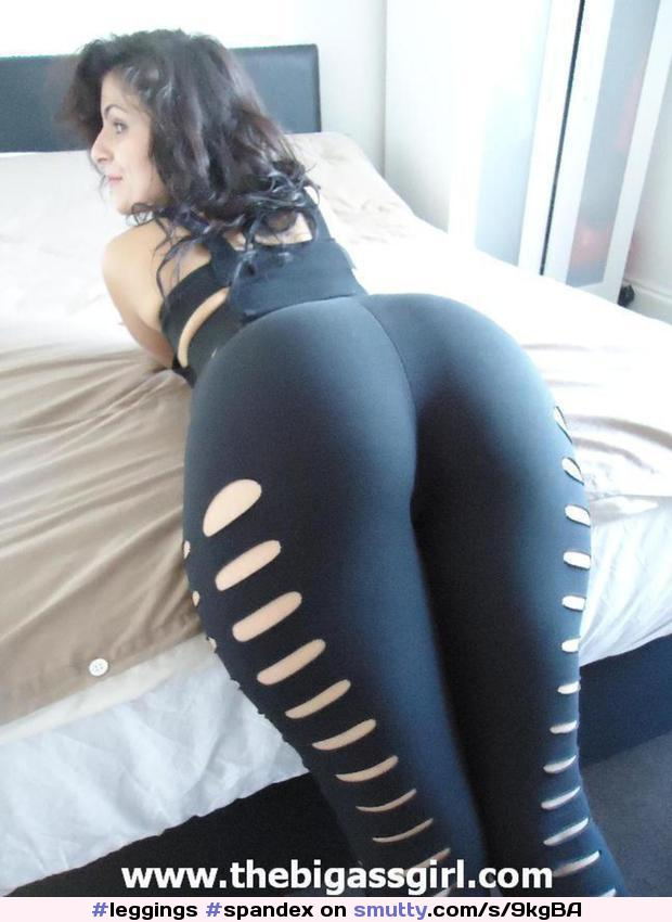 Sexy amateur girl drops her yoga pants to flaunt her sexy chubby butt naked  1752691