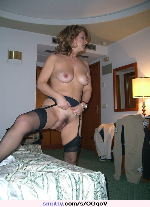 image Cougar amateur in hotel from naughty4you com