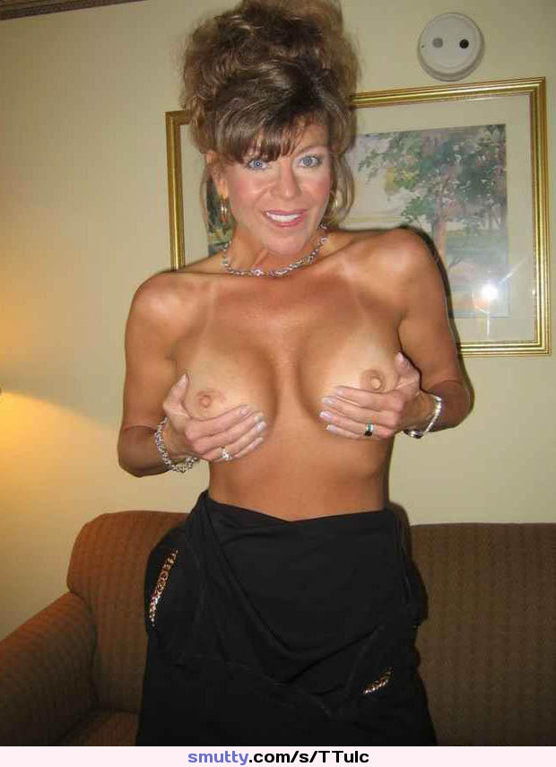 Awesome Nude Wives: Photo