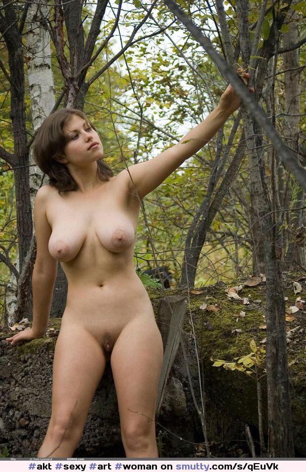 Фото женщин голых в лесу