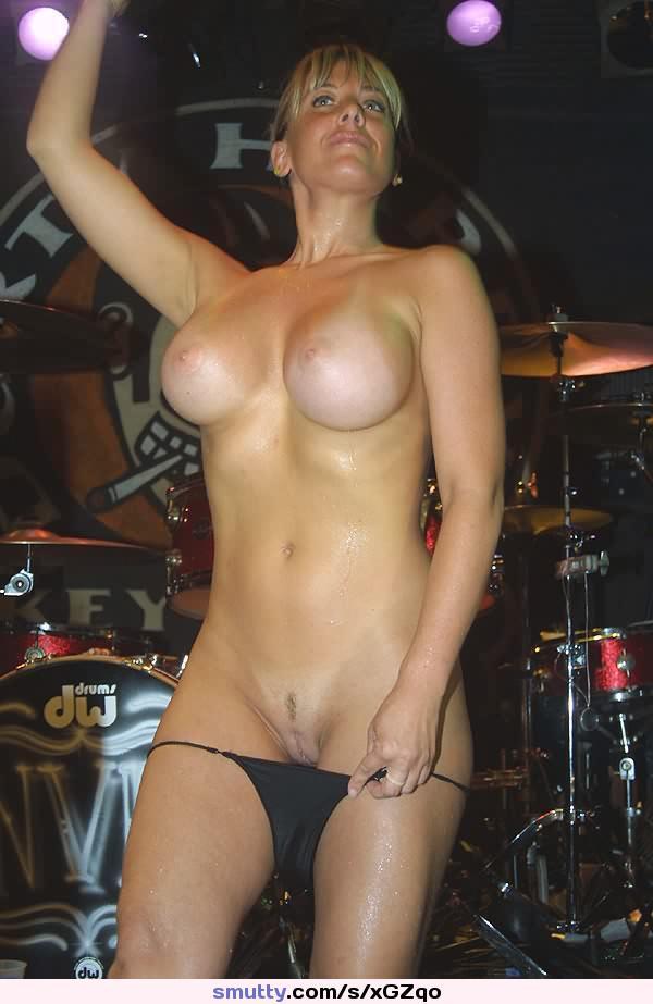 Hot female stripper pictures
