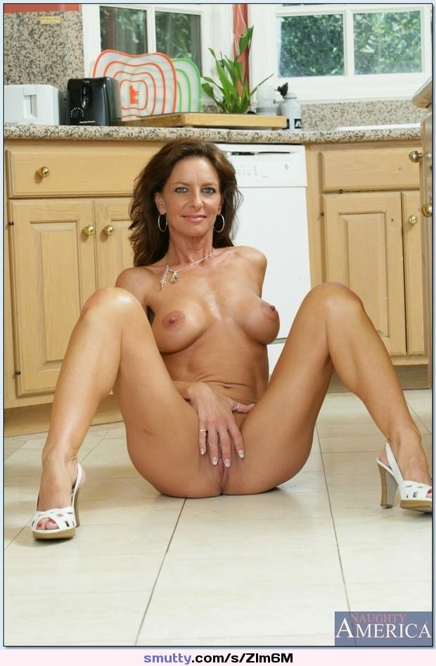 FAITH: Chubby mature woman nude gallery