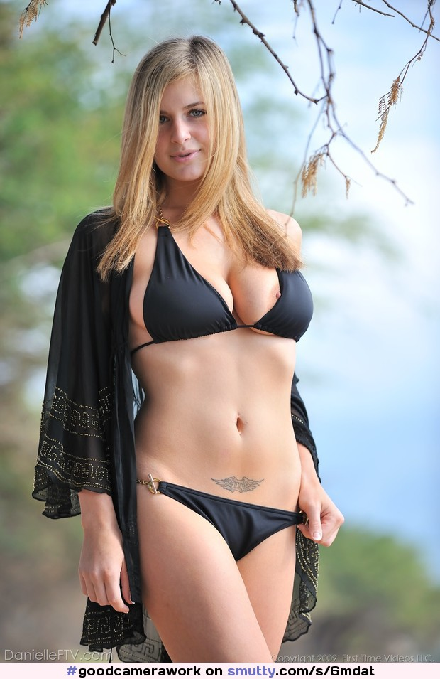 #nonnude,#nippleslip,#bikini,#blonde,#sexy,#beauty,#erotic,#goodcamerawork