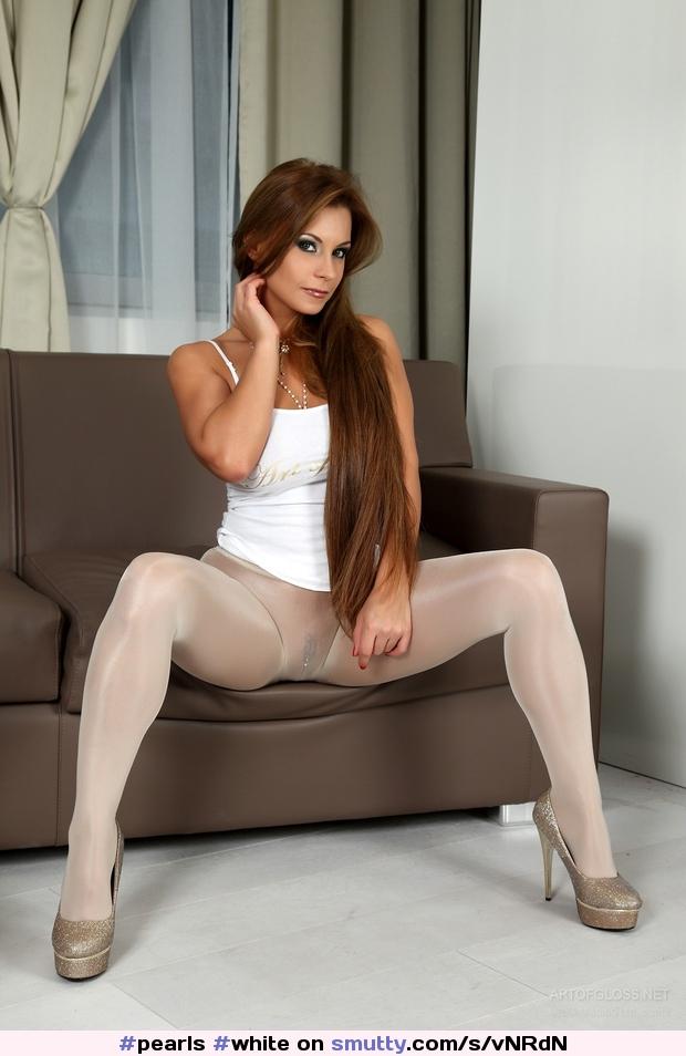 Heels spread pantyhose