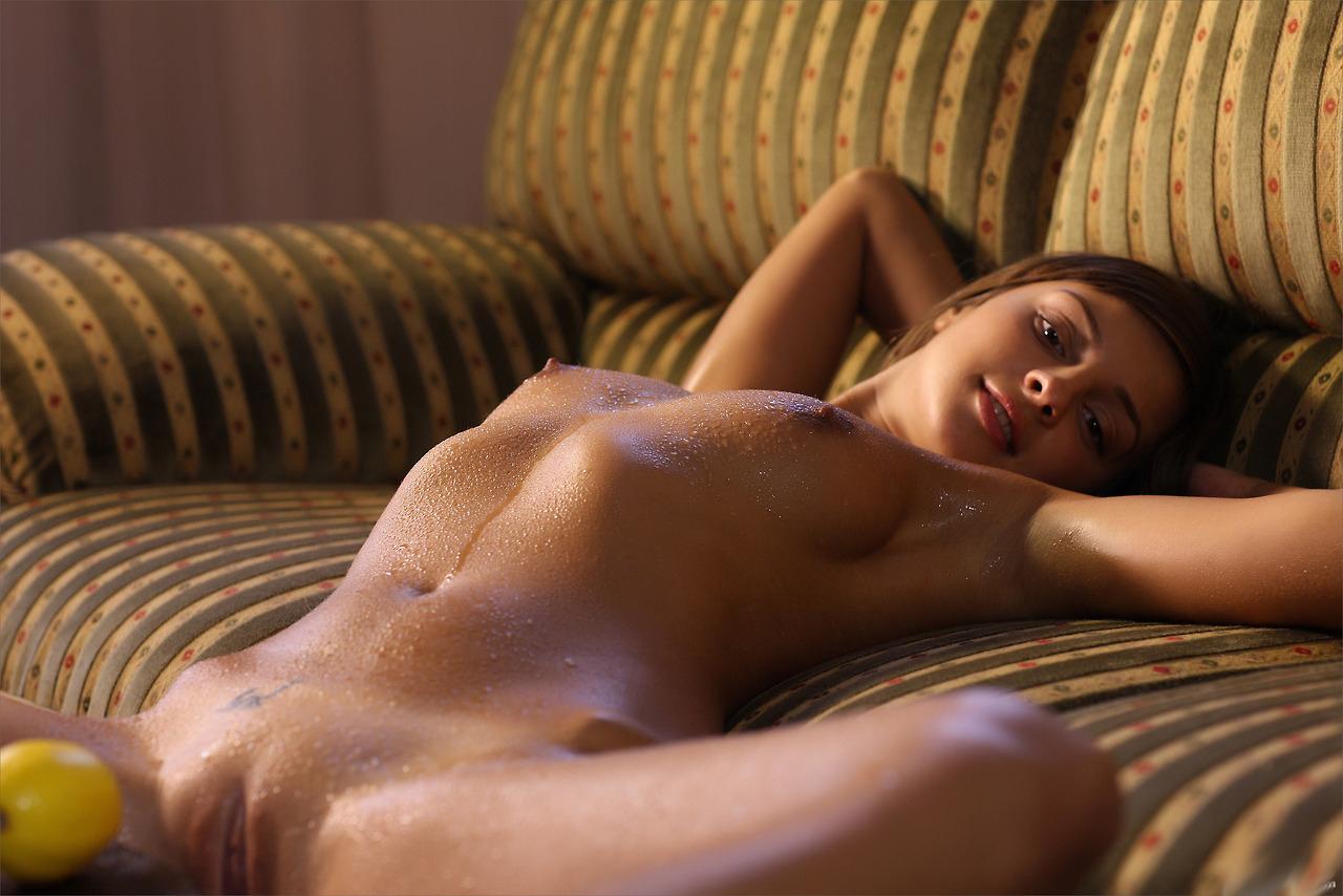 Julia De Lucia lässt sich von einem analen Pfahltreiber hämmern photo 3