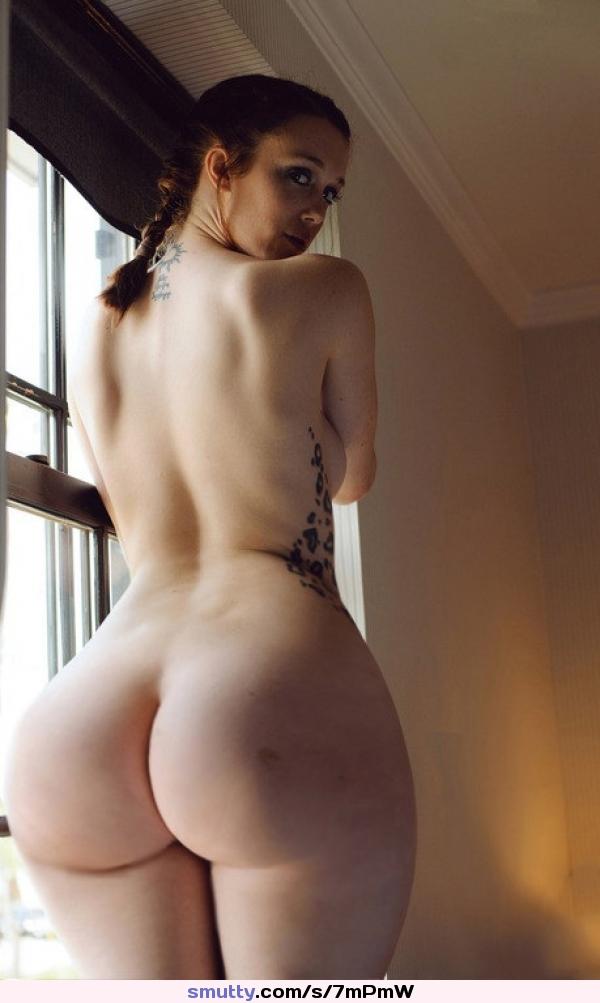 Small waist round ass