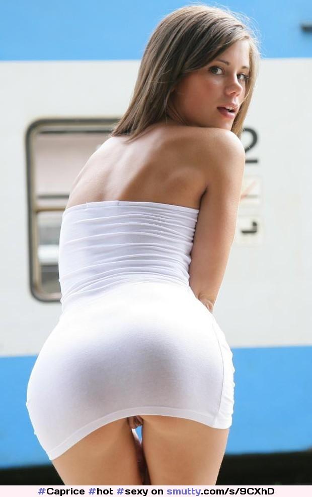 Платья видна ее попка фото ххх