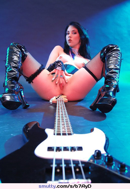 давно мечтал трахнул телку с гитарой стыда