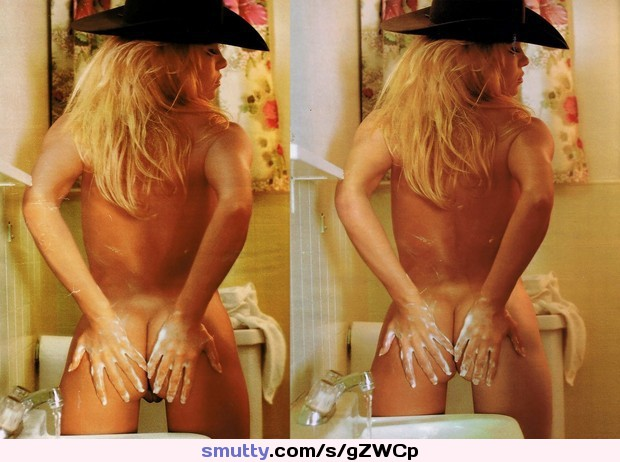 Pamela anderson gets naked for vanity fair italy