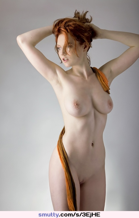 Noelle Easton entfesselt ihre enormen natürlichen Doppel-Ds photo 3