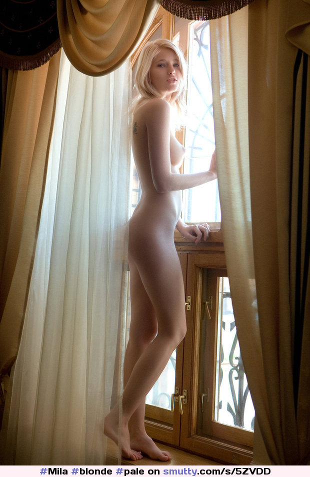 Boobs Blonde Barefoot Sexy Naked Jpg