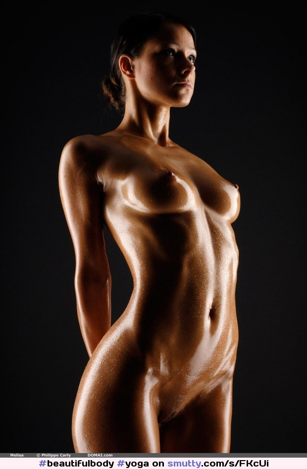 фигуры голого женского тела своим нежным ротиком