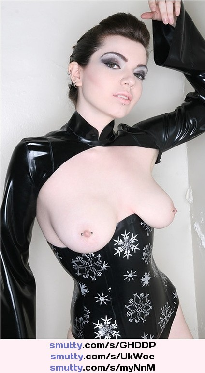 Latex model rachel starr and pierced nipples give long cock a blowjob