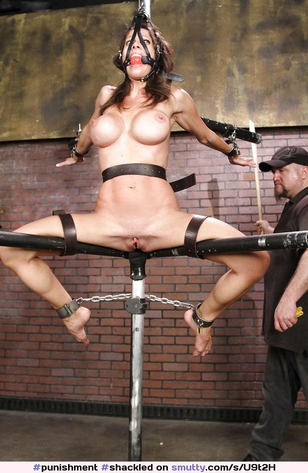 Порно бдсм с наручниками