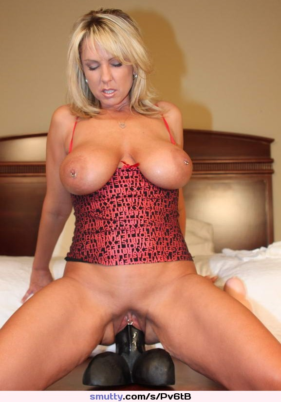 Mature sexy shaved women with dildo