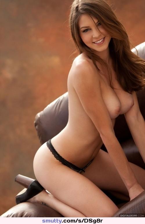 Natasha Starr nimmt das Bad und zeigt ihre großen Titten photo 3
