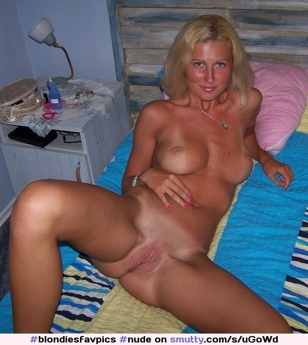 Nude blonde milf spreading