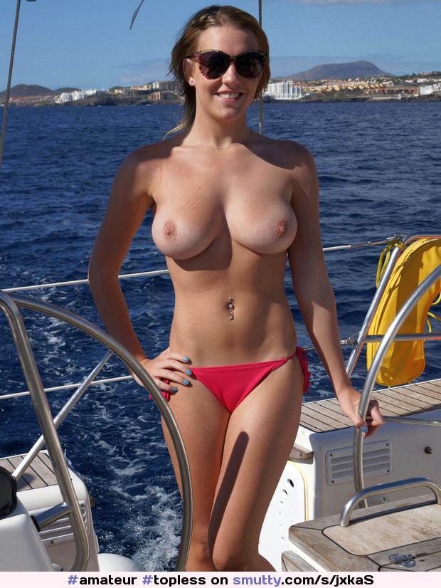 liveleak-sexy-topless-babe-kissing-girls