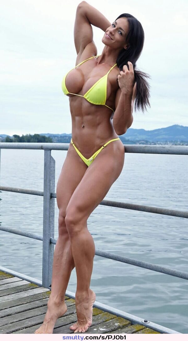 Babe bikini muscle