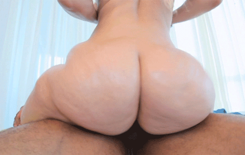 Girl show pussy in public