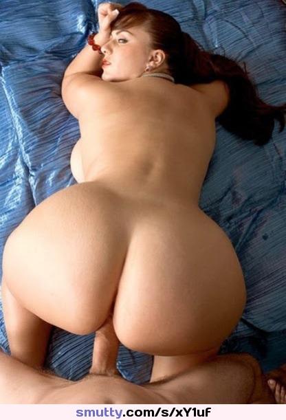 Dillion Harper lässt sich seinen fetten Schwanz in ihre eingeölte Muschi rammen photo 3