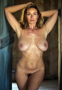 Figured milf full Nude