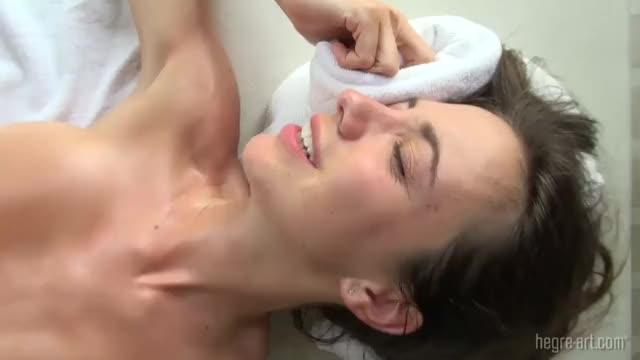 Gia Vendetti bekommt ihren Arsch und ihre Muschi geleckt photo 3