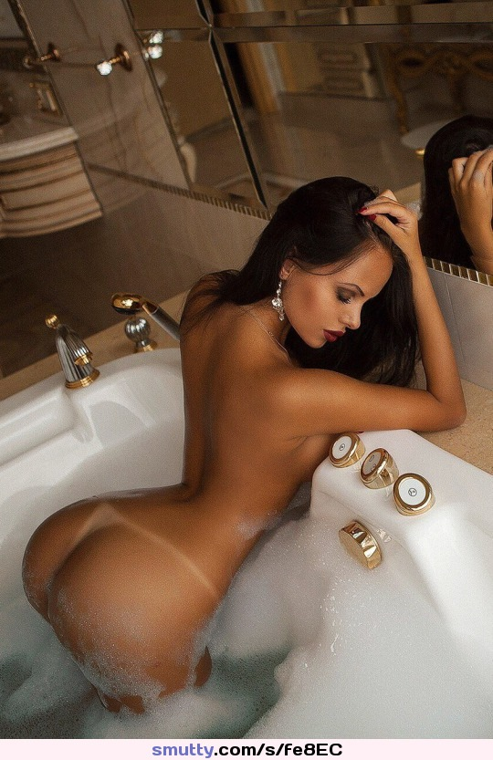 Sexy girl free nude teasing webcam room