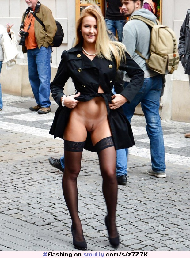 #flashing #LandingStrip #blackstockingsblackheels #nopanties #coat #Iwanttofuckherstandingup