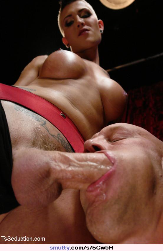 Трансвестит кончил мужику в рот, огромные скачущие сисяндры онлайн