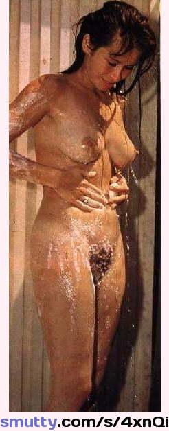 Victoria Cakes schüttelt ihren großen Arsch an dem harten Schwanz und lutscht den anderen photo 3