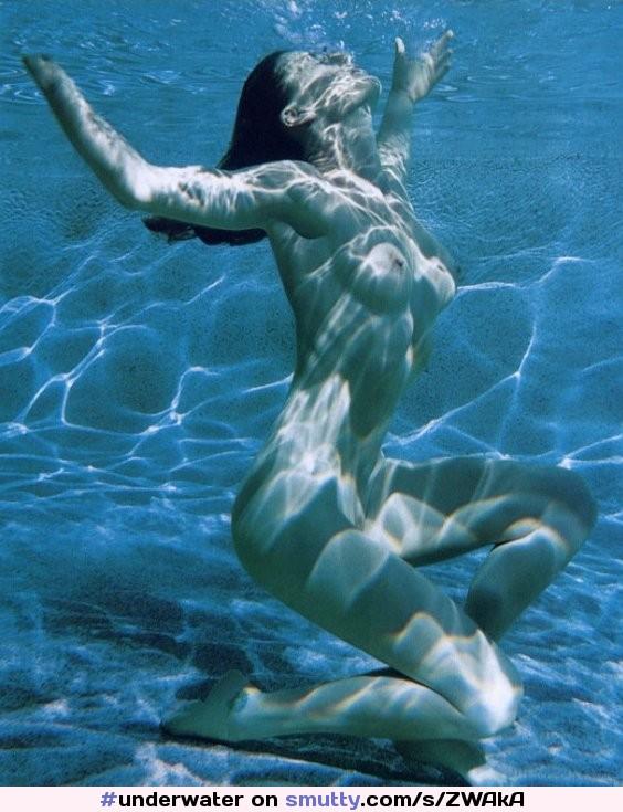 Blonde Tussi mit massiven falschen Titten und Entenlippen nimmt es in ihr Analloch photo 3