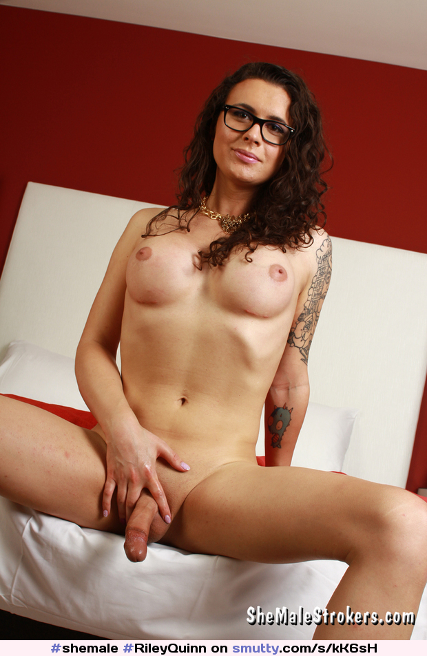 #shemale #RileyQuinn #glasses #darkhair #shavedcock #iwanthercockdeepinmythroat