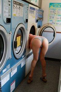 laundromat-porn-black-and-white-girls-kiss