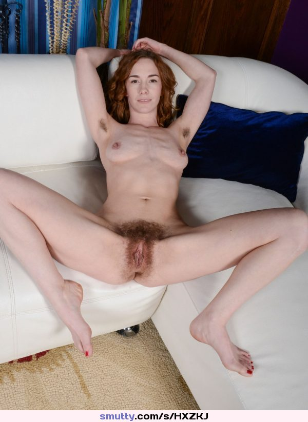 Hairy nackt