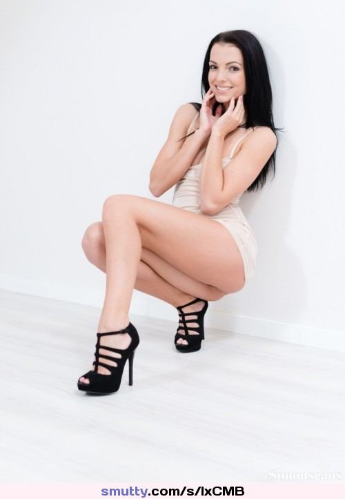#SapphiraA #brunette #wow #heels #pale #porelain #nopanties #bottomless
