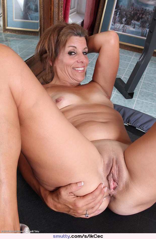 Russian milf pussy shaved nude girls pictures