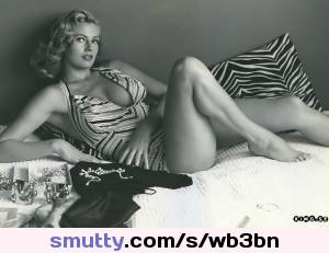 #actress #anitaekberg #bathingsuit #kerstinanitamarianneekberg #onepieceswimsuit #swedish #theiceberg #titberg #voluptuous