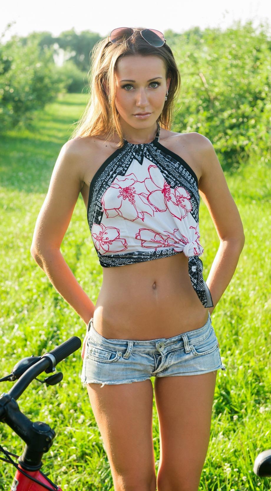 Mädchen Ebenholz-Muschi der Kamera vor bekommt Süßes gefickt enge ihre schwarzes photo 2