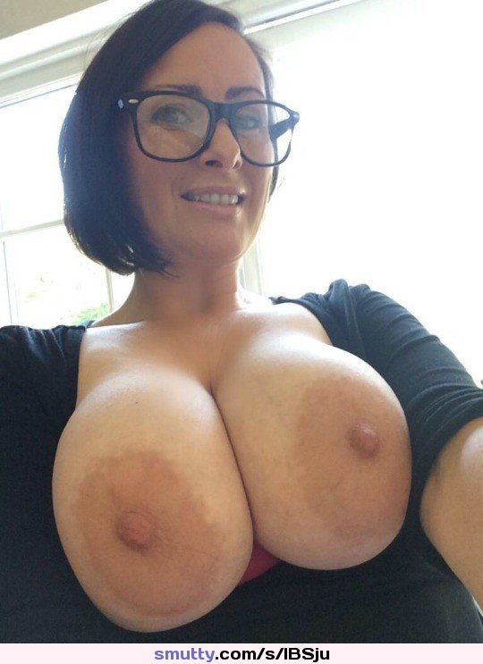 Hot #sexy #babe #milf #mature #bigtits #bigboobs #busty #brunette #glasses #selfshot #selfie #amateur #smiling