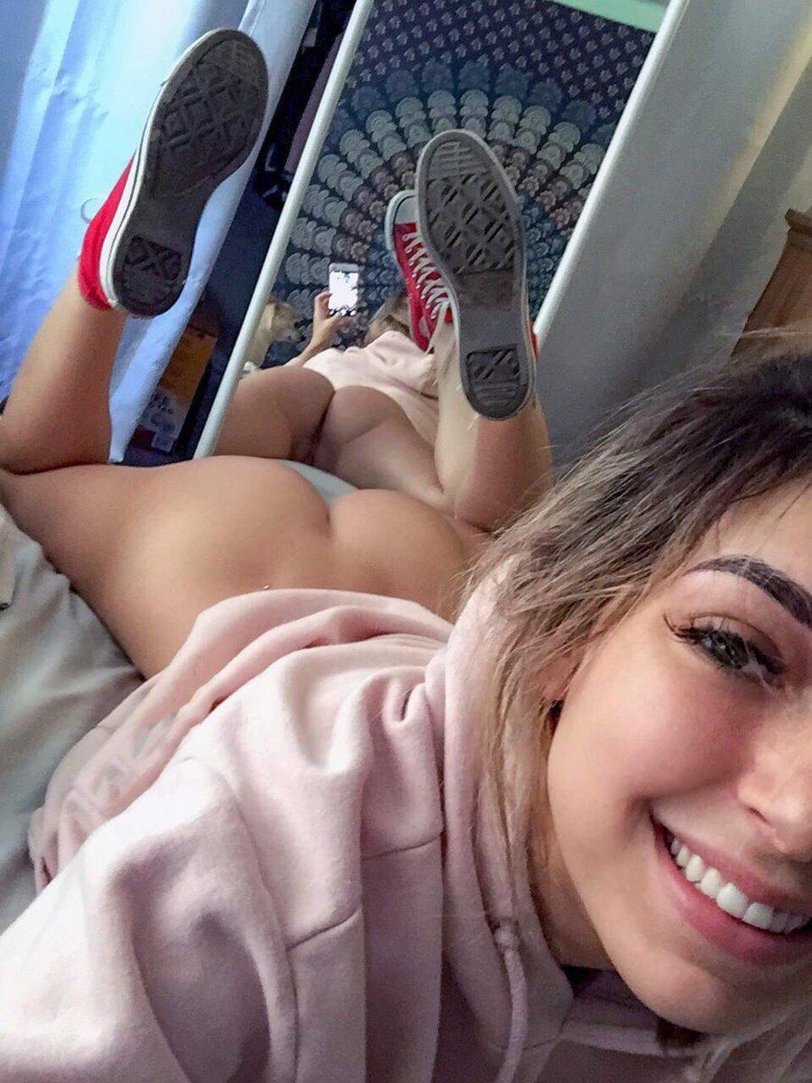 Ungezogene Freundinnen tauschen ihre Väter aus, um in einem Hardcore-Vierer Analsex zu genießen photo 3