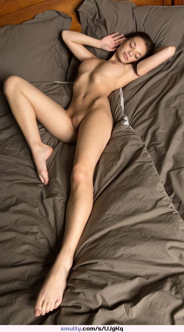 #onbed #slimwaist #beautiful #erotic