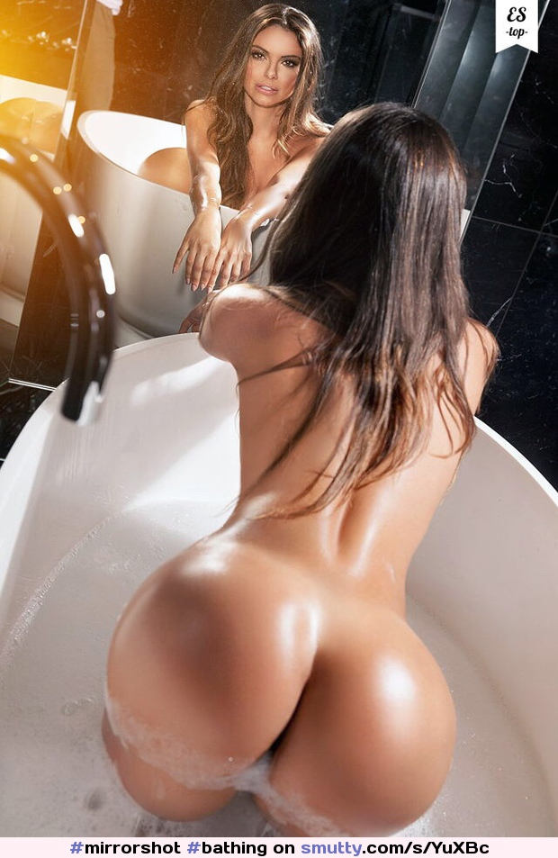 #mirrorshot #bathing #beautiful #erotic