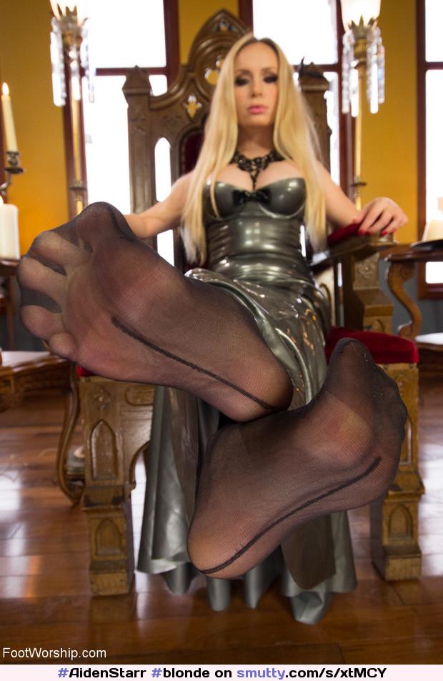 #AidenStarr #blonde #babe #milf #necklace #nn #latex #feet #footfetish #soles #nylons #pov #sexy #erotic #mistress #goddess #throne #kinky