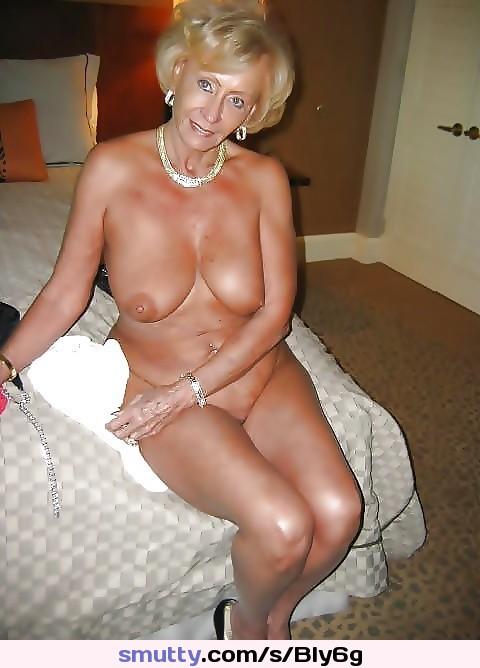Während Muschi taucht bei, lesbischen ihrer bringt jugendlichen in über ihre alles Sex Blonde sie Stieftochter Mutter photo 2