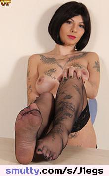 Latina Harley Dean bekommt ihre gepiercte Möse geknallt photo 3